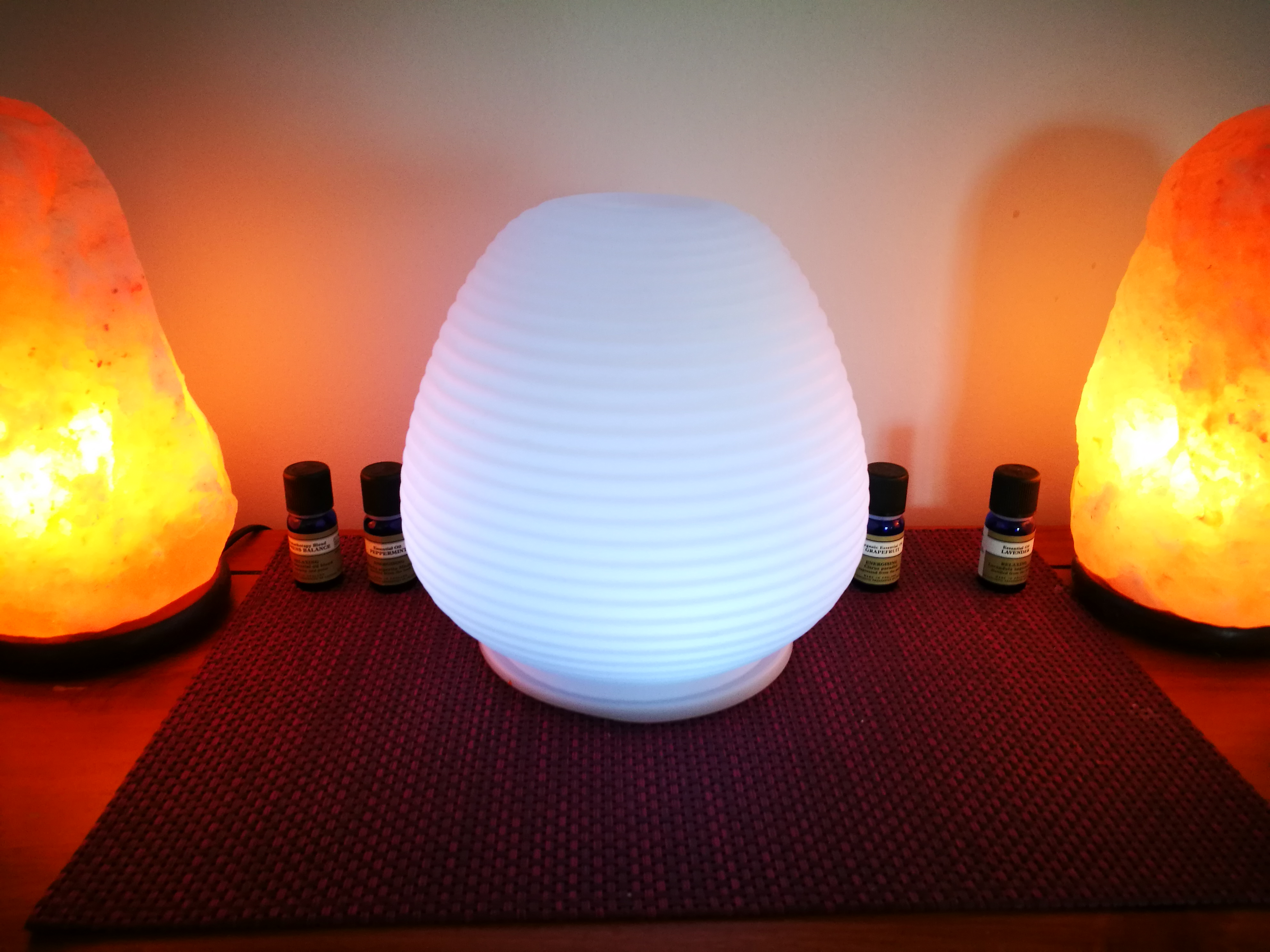 Aromatherapy and salt lamps for wellness in the home